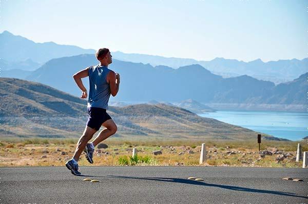 Homem fazendo exercício físico